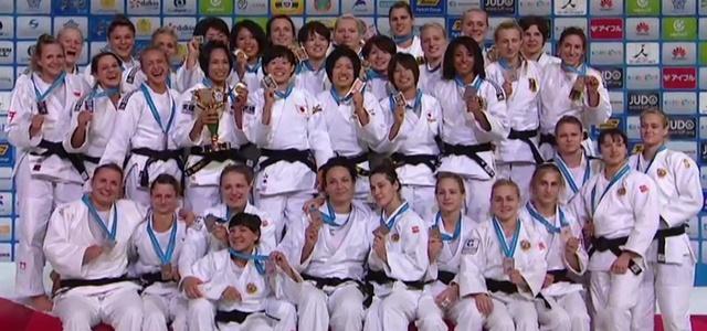 Drużyna polskich judoczek ze srebrnym medalem